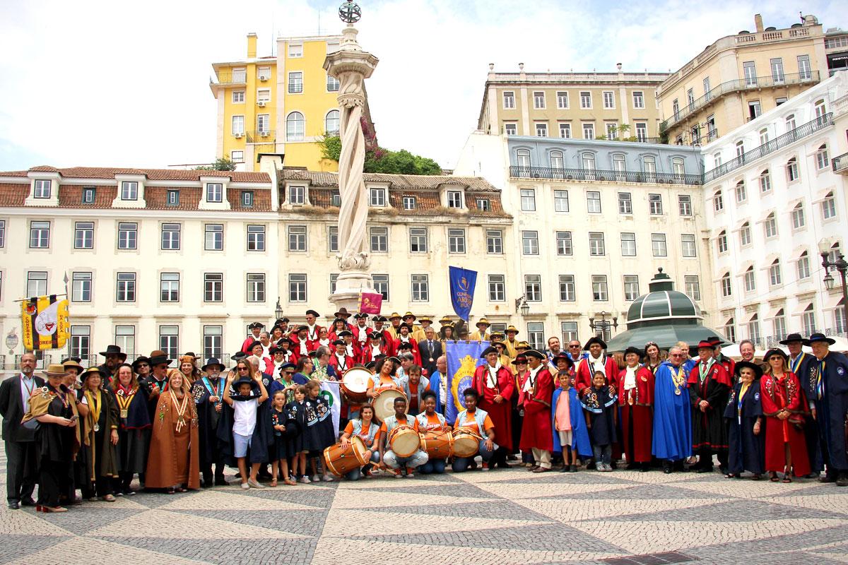 """""""Fotografia de família"""" na Praça do Município"""